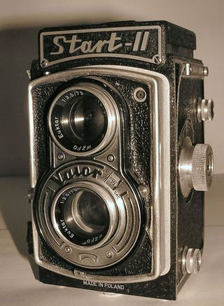 Old-fashioned-photocamera